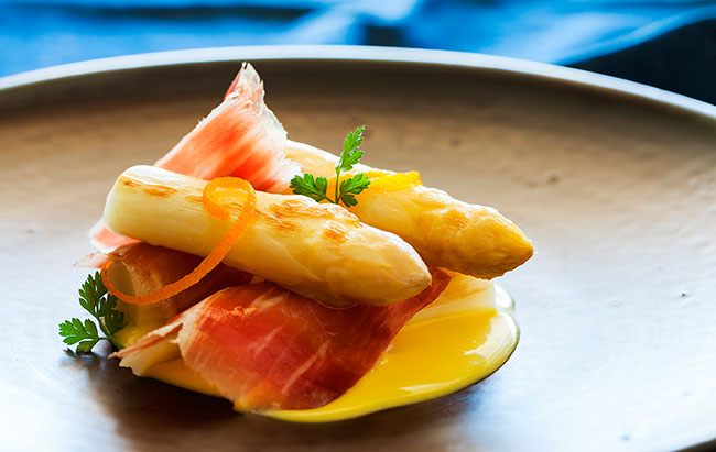 Cinco Jotas Grilled white asparagus, ham flakes and hints of orange citrus